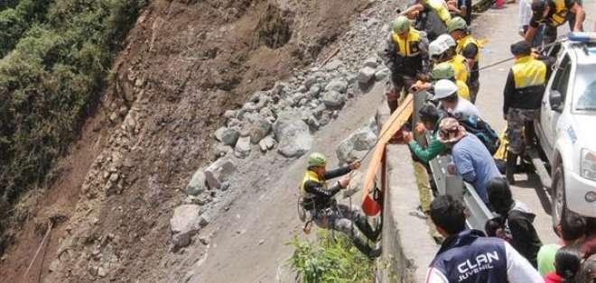 Los trabajos de limpieza de la vía continúan suspendidos, informaron autoridades.