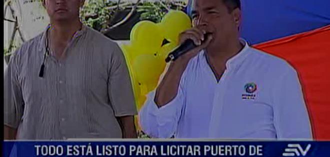 POSORJA.- El mandatario recorrió obras en Posorja y se reunió con medios en Guayaquil. Fotos: Capture.