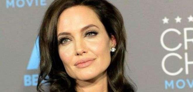 EE.UU.- Jolie se sometió la semana pasada a una operación para extirparse los ovarios.
