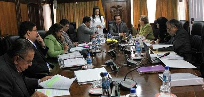 QUITO.- La petición de consulta popular fue  presentada por el excandidato presidencial, Guillermo Lasso. Fotos: Portal Corte Constitucional