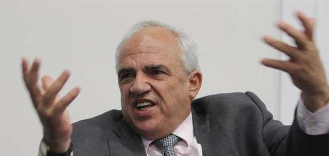QUITO.- Ernesto Samper indicó que el crecimiento económico en América Latina oscilará entre el 1 y el 2,5 %. Fotos: EFE