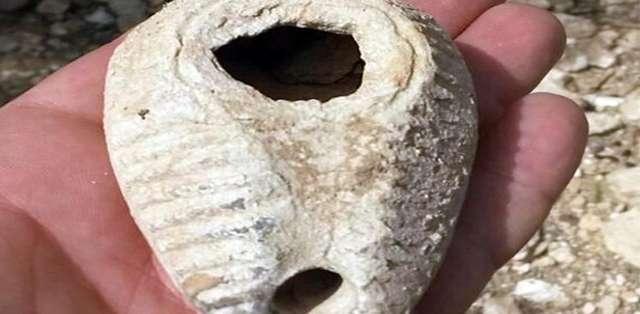 ISRAEL. Arqueólogos descubrieron una lámpara de 14 siglos de antigüedad gracias a un erizo. Foto: AFP