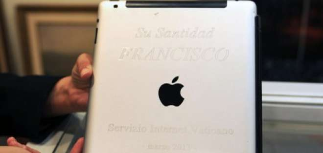 La institución que vende el iPad del papa Francisco pretende obtener unos 40.000 dólares. Foto: AFP