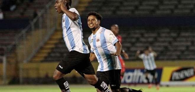 """Ronald Campos y Franklin """"El Mago"""" Salas marcaron los goles para la victoria """"Chulla"""". Foto: API"""