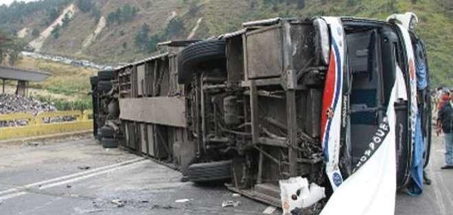 QUITO, Ecuador. El uso de los cinturones de seguridad protegió a los pequeños, pertenecientes a la Fundación Virgen de la Merced. Fotos: referenciales