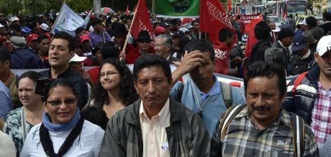 QUITO, Ecuador.- Los agremiados del Seguro Social Campesino y otros sectores exigen su derecho a las prestaciones del IESS. Fotos: API