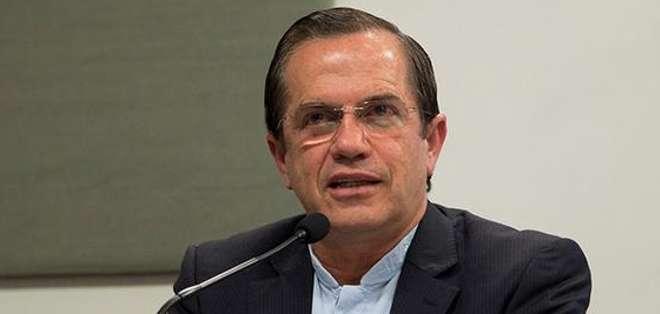 QUITO.- Ricardo Patiño leyó el comunicado que considera que debe ser revertido el decreto de EE.UU. Fotos: Web