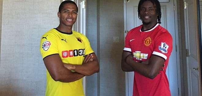 Valencia y Paredes luciendo sus camisetas.