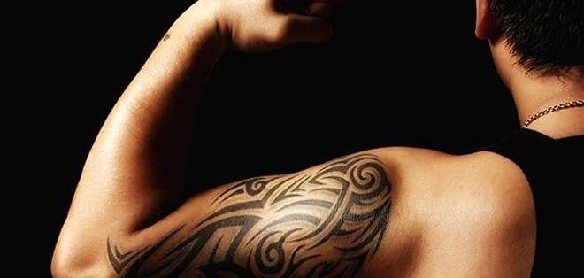 Hacer un tatuaje en ciertas zonas del cuerpo provoca mucho dolor porque prácticamente las agujas trabajarán sobre el hueso.