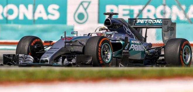 Lewis Hamilton en los trabajos previos en Malasia (Foto: EFE)