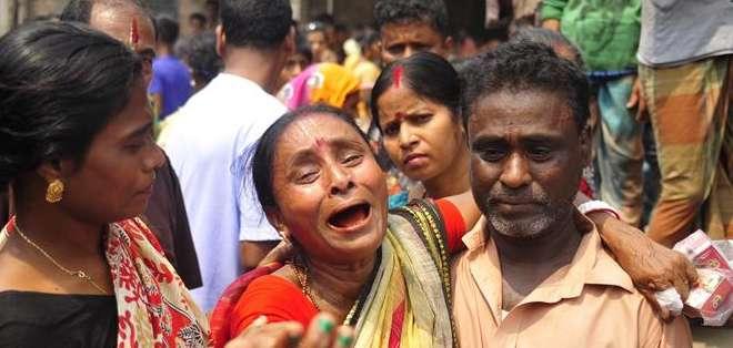 NARAYNGONJ, Bangladesh.- Todas las víctimas son personas adultas, entre las que figuran siete mujeres y tres hombres. Fotos: EFE.