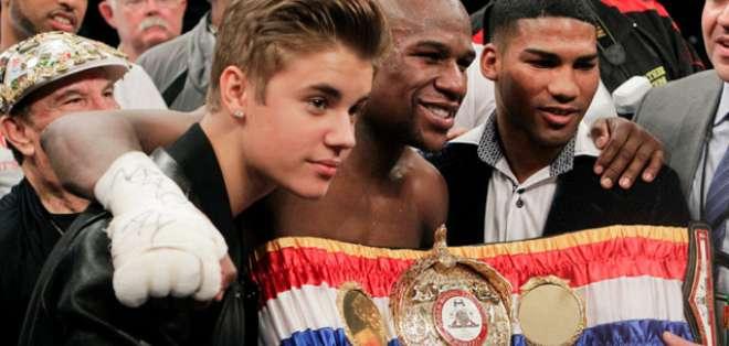 Bieber estará en el ring en la pelea entre Floyd Mayweather y Manny Pacquiao.