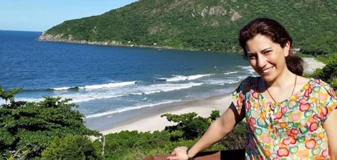 Claudia Vásquez de 39 años desistió a última hora de presentarse en el aeropuerto sin saber que esa decisión le salvaría la vida. Foto: La Vanguardia.