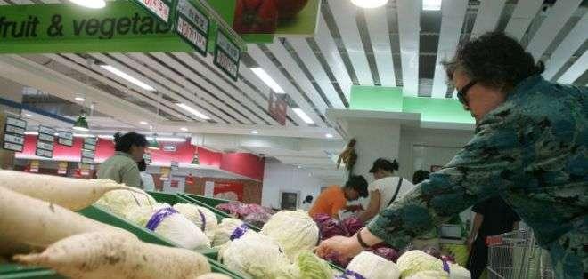 Los precios de los alimentos están bajando, pero eso no necesariamente le llega al consumidor final.