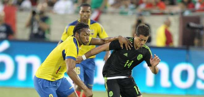 Arturo Mina actuó como titular en la selección nacional. Foto: EFE.