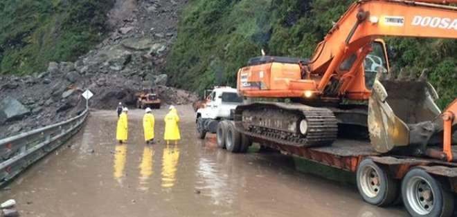 QUITO.- Durante su enlace semanal, el presidente Rafael Correa se refirió al tema de las lluvias. Fotos: Web.