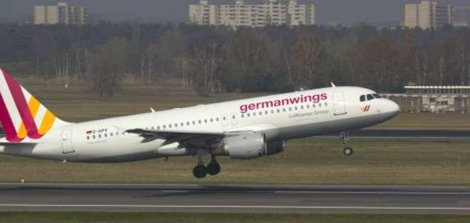 Según reportes, algunos pilotos de Germanwings han estado haciendo un esfuerzo para tranquilizar a sus pasajeros.