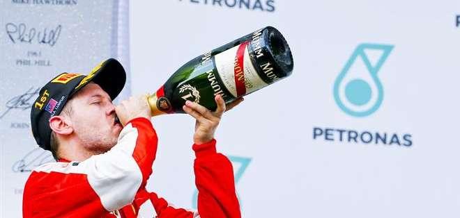 """""""Estoy orgulloso, hemos ganado sin paliativos. Estoy emocionado. Es una jornada especial"""", dijo Vettel, cuatro veces campeón del mundo con Red Bull. Fotos: EFE."""