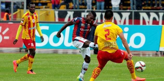 """Deportivo Quito y Aucas jugaron el """"Clásico del Pueblo"""". Foto: API."""