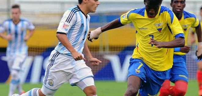 La potencia de Ecuador no pudo ser superada por los argentinos. Foto: AFP.