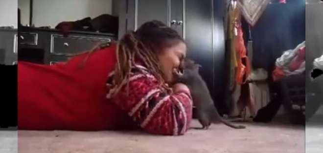 """""""Mucha gente enloquece porque él es una rata, pero a mí no me importa. Lo amo demasiado"""", comenta la joven."""