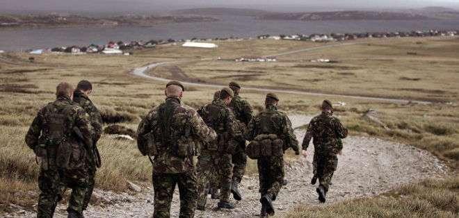 El gobierno de Reino Unido está planeando aumentar su presencia militar en las islas Malvinas / Falklands