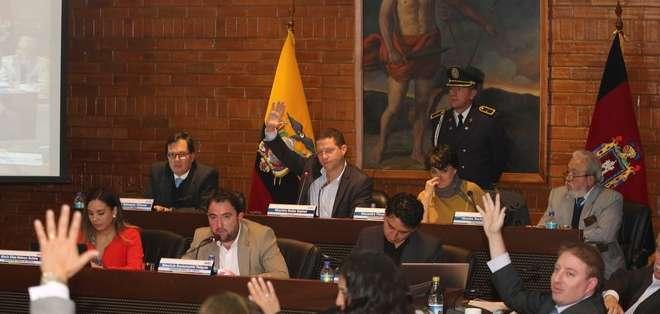 QUITO, Ecuador.- El sueldo del alcalde Mauricio Rodas se redujo de 5.850 dólares a 5.500 dólares. Foto: Municipio de Quito