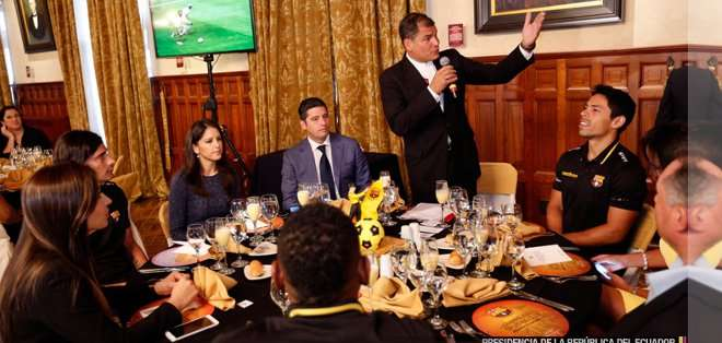 El Presidente compartió un almuerzo con el primer plantel. Foto: Presidencia.