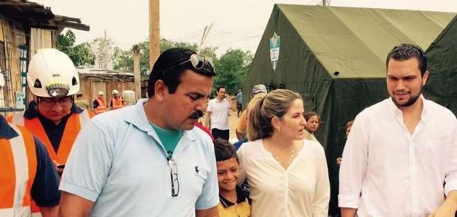 Cuatro carpas en total del Municipio de Guayaquil fueron instaladas en la cooperativa Mélida Toral para dar atención médica a los desalojados. Foto: Alcaldía.