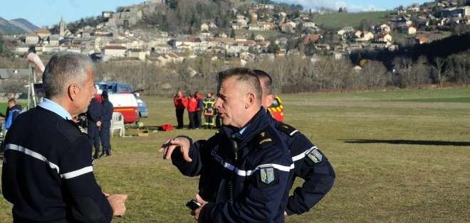 FRANCIA.- La investigación en el lugar del siniestro continúa; Alemania enviará helicópteros para colaborar. Fotos: Agencias