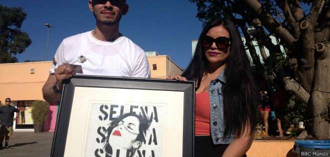 Francisco asistió a un homenaje en Los Ángeles con un cuadro con el rostro de Selena que él mismo había pintado.
