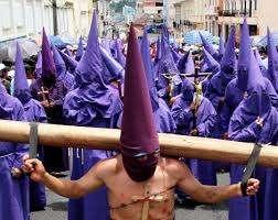 """QUITO.- Durante la caminata religiosa participarán al menos 1500 """"cucuruchos"""" y 300 """"verónicas""""."""