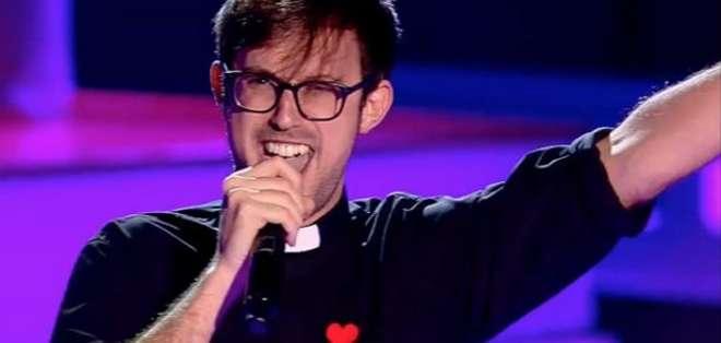 """Damián María de 28 años y misionero redentorista cantó el tema """"Angels"""" de Robbie Williams."""