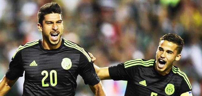 Eduardo Herrera, celebra el gol ante los paraguayos (Foto: EFE)