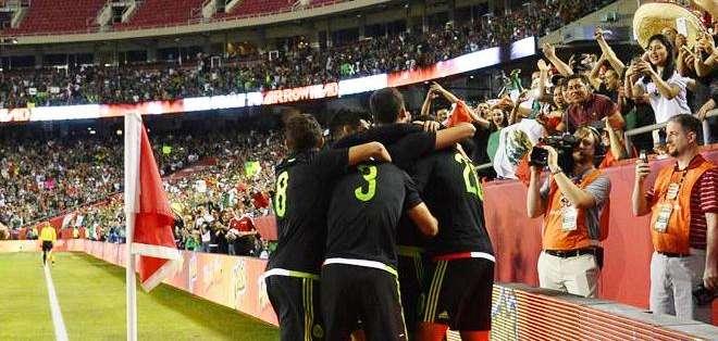 La celebración de los mexicanos ante su público (Foto: EFE)