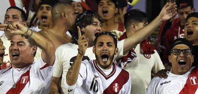 Los peruanos se hicieron presentes en el partido con Venezuela (Foto: EFE)