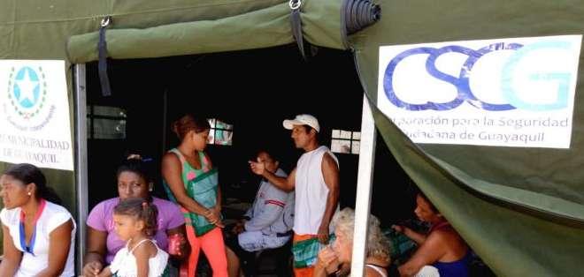 El alcalde de Guayaquil reiteró que no está interviniendo con las labores del Gobierno con respecto a los desalojos en la Isla Trinitaria. Fotos: API.