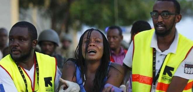 KENIA.- Siguen las operaciones de rescate en el campus, los islamistas llevan 14 horas atrincherados. Fotos: EFE