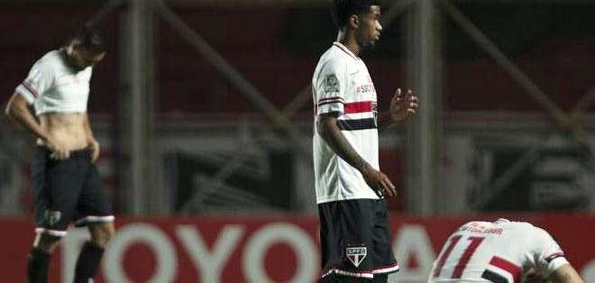 Los jugadores de Sao Paulo, lamentan la derrota (Foto: EFE)