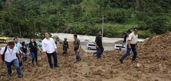 SANTA LUCÍA.- La decisión fue tomada luego de verificar que las viviendas están en terrenos proclives a deslaves. Fotos: Twitter Presidencia.