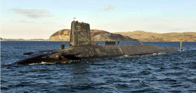 Cuando un submarino termina su vida útil, se convierte en un peligro flotante.