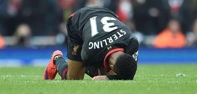 """GRAN BRETAÑA.- El Liverpool ve alejarse cada vez más el sueño de lograr una plaza en la """"Champions"""". Fotos: EFE"""