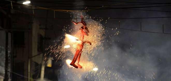 """MÉXICO.- Los Judas están adaptados a la """"modernidad, la idiosincrasia mexicana"""". Fotos: AFP"""