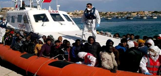 ITALIA.- Las llamadas procedían de tres barcos a la deriva frente a las costas libias. Fotos: AFP y Guardacosta Italia