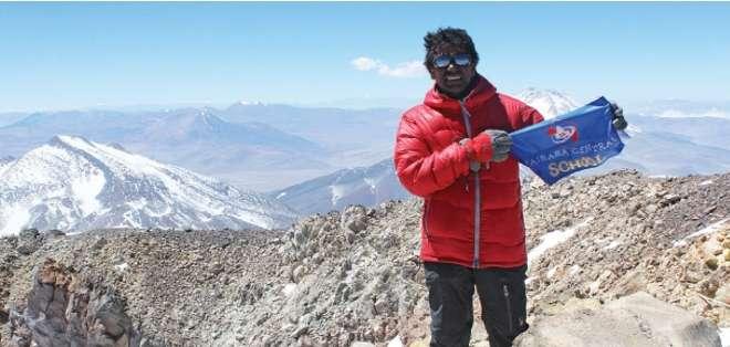 """CHILE.- El escalador -de 40 años- era una estrella en su país por haber escalado las """"Siete Cumbres"""". Fotos: Web"""