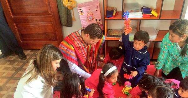 QUITO, Ecuador.- Lo mencionó durante la inauguración de un centro de atención infantil, denominado Guaguacentro. Fotos: Twitter de Mauricio Rodas