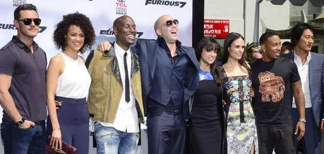 El filme supone un cierre a la popular saga de acción sobre ruedas y está marcado por la muerte de su coprotagonista, el actor Paul Walker.