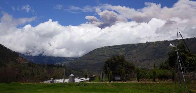 ECUADOR.- El volcán Tungurahua registró hoy un incremento de su actividad tras un semestre de relativa calma. Foto: Instituto Geofísico
