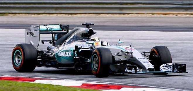 Lewis Hamilton en su Mercedes, el favorito para ganar este año la F1 (Foto: EFE)