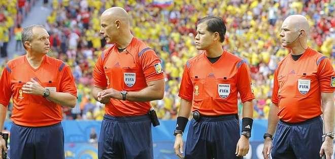 Hace tiempo se cuestiona si los árbitros deben ayudarse con la tecnología.